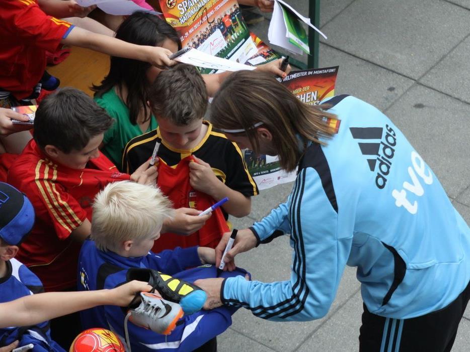 Autogramme von Sergio Ramos sind oft Objekt der Begierde.
