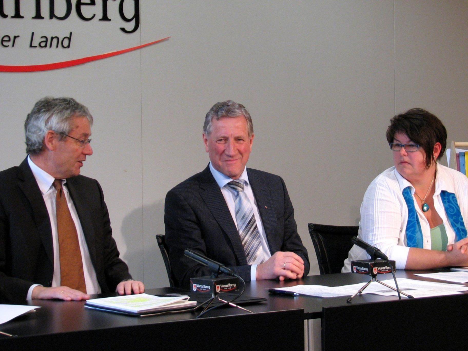LSth. Karlheinz Rüdisser und LR Erich Schwärzler am Dienstag im Pressefoyer zum Thema Integration in Vorarlberg.