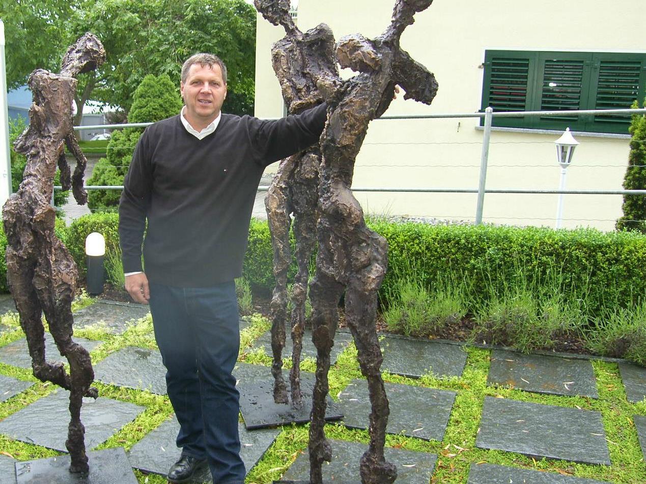 Gerry Mayer zeigt im Skulpturengarten der Galerie Altesse seine Werke