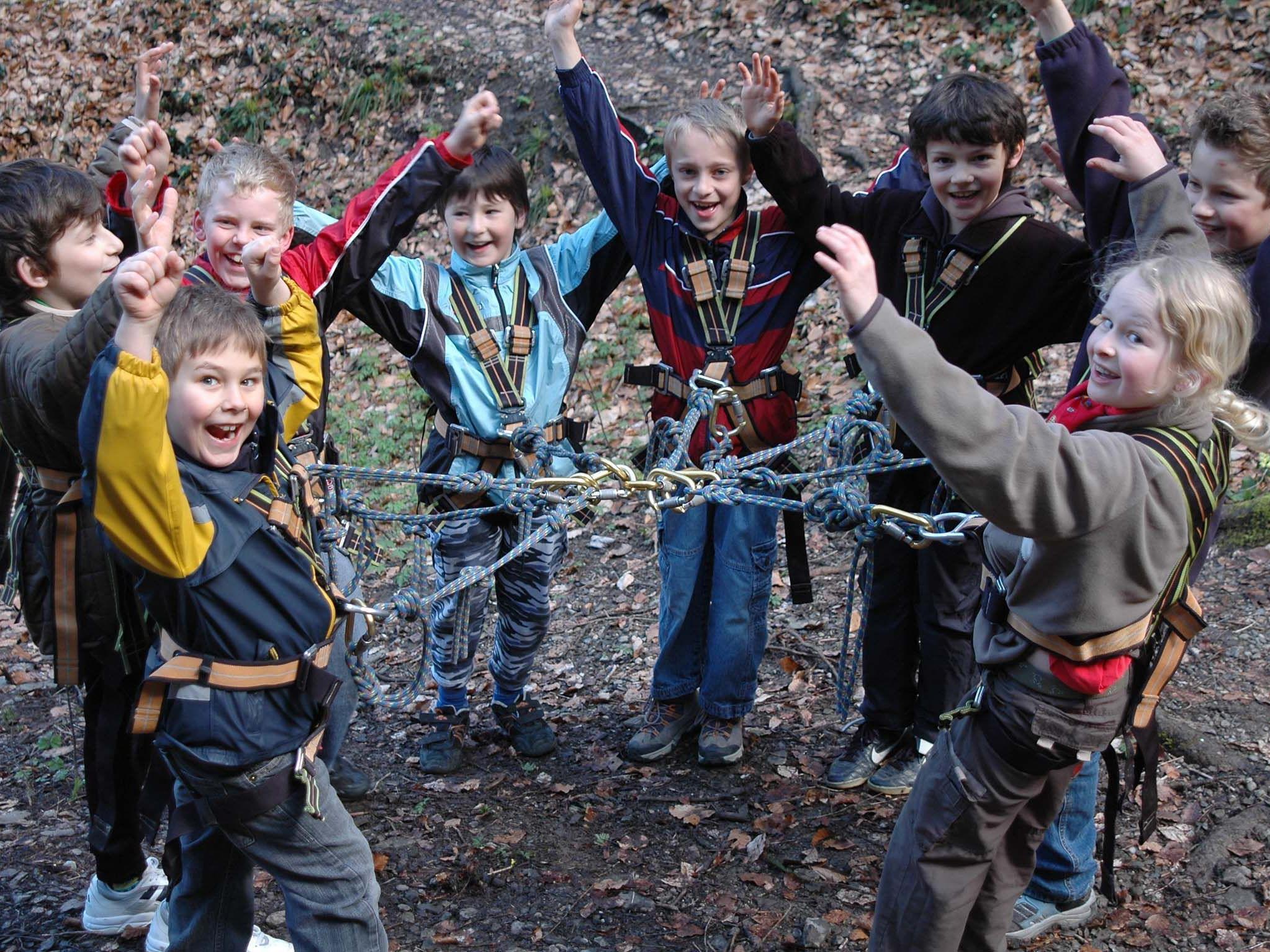 Gemeinsamkeit, Zusammenarbeit und Geschicklichkeit werden im Camp gelebt und erlebt.