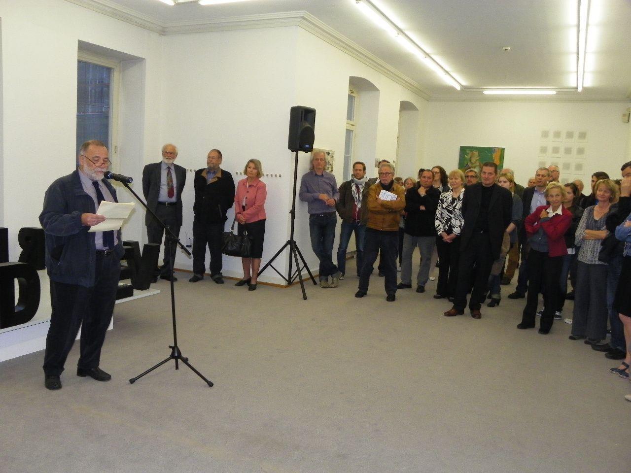 Vernissageredner Dr. Helmut Swozilek bei der Eröffnung im Künstlerhaus