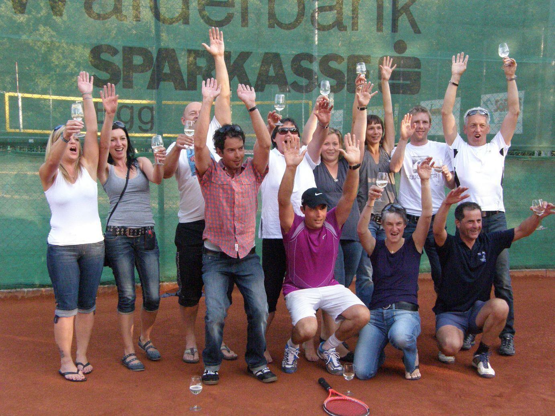 Das Auer Tennisteam feierte den Erfolg gebührend.
