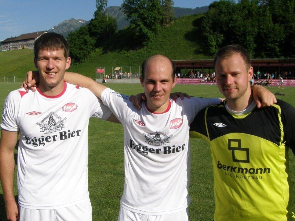 "Die Torschützen Dietmar Meusburger und Mathias Mayer mit ""Shut-out"" Goalie Fabian Fetz."