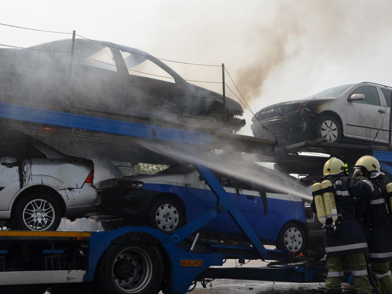 Die vier Feuerwehren hatten den Brand rasch unter Kontrolle und konnte so Schlimmeres verhindern.