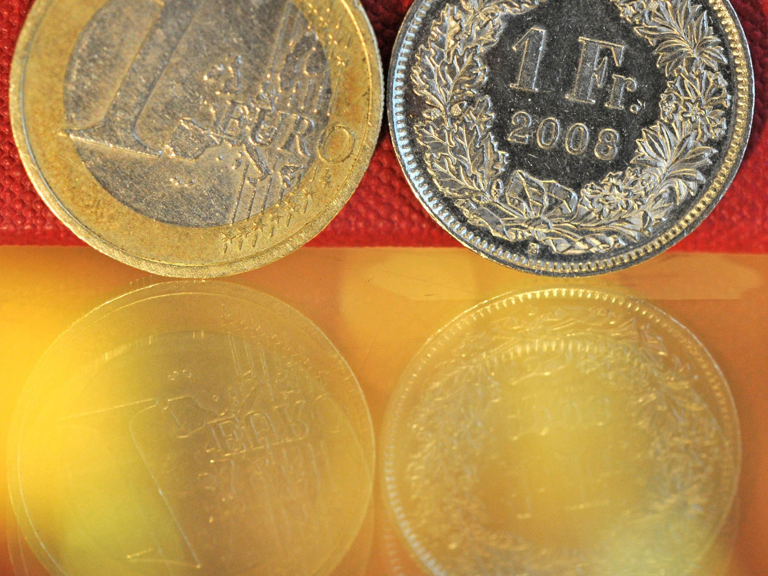 Frankenstärke: Schweizer Ökonomen uneins über Nationalbank-Strategie.
