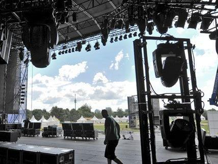 Der Countdown zum Donauinselfest 2012 läuft: Bauarbeiten im hitzigen Endpurt