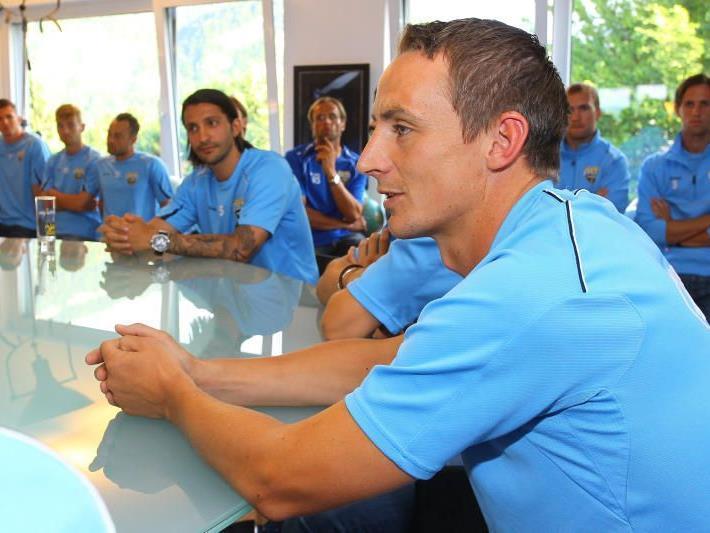 Hannes Aigner inmitten seiner neuen Teamkollegen