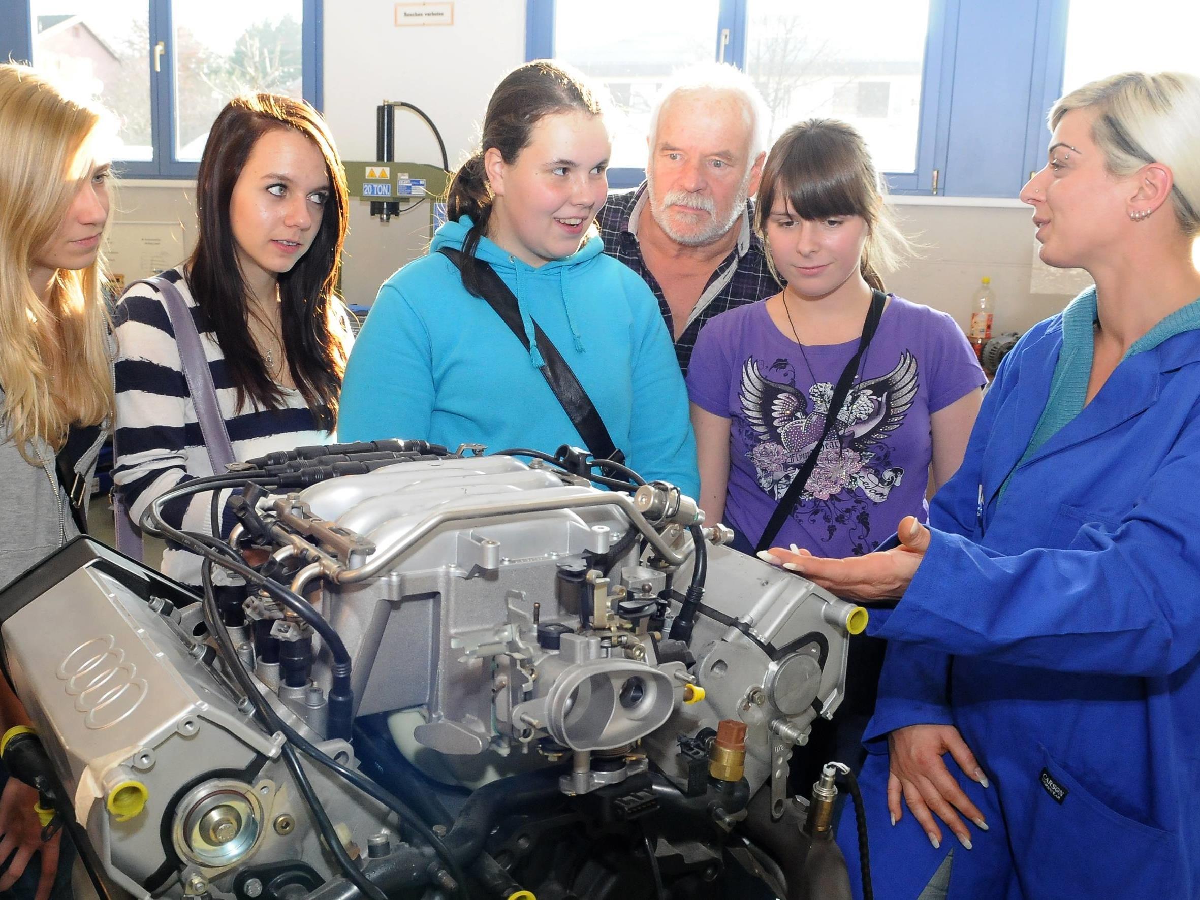 Je früher sich Jugendliche mit Berufsorientierung beschäftigen, desto eher erlernen sie einen Beruf, der ihren Fähigkeiten und Neigungen entspricht.