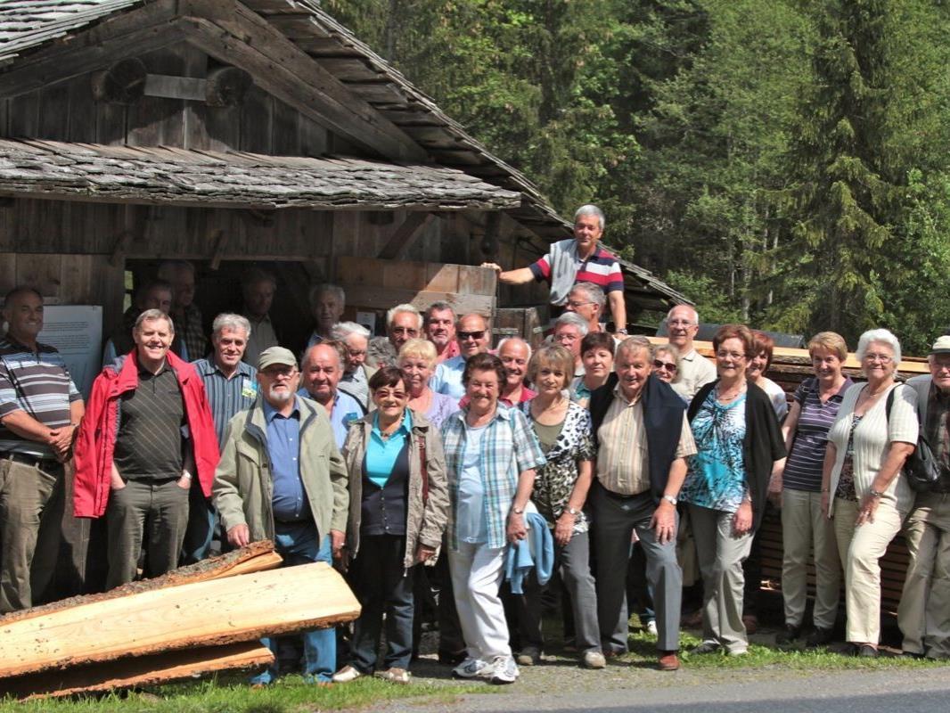 Der historische Handwerksbetrieb fand großes Interesse bei den SeniorInnen.