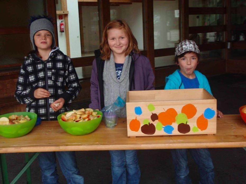Besonders beliebt waren die Apfelteiler bei den Volksschülern in Nofels
