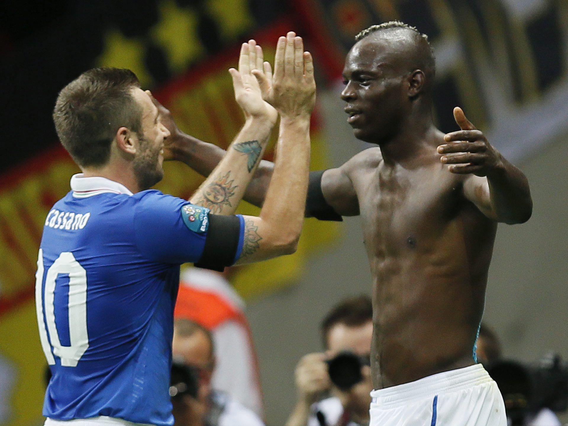 Zwei herrliche Balotelli-Treffer bringen Italien ins EM-Finale.