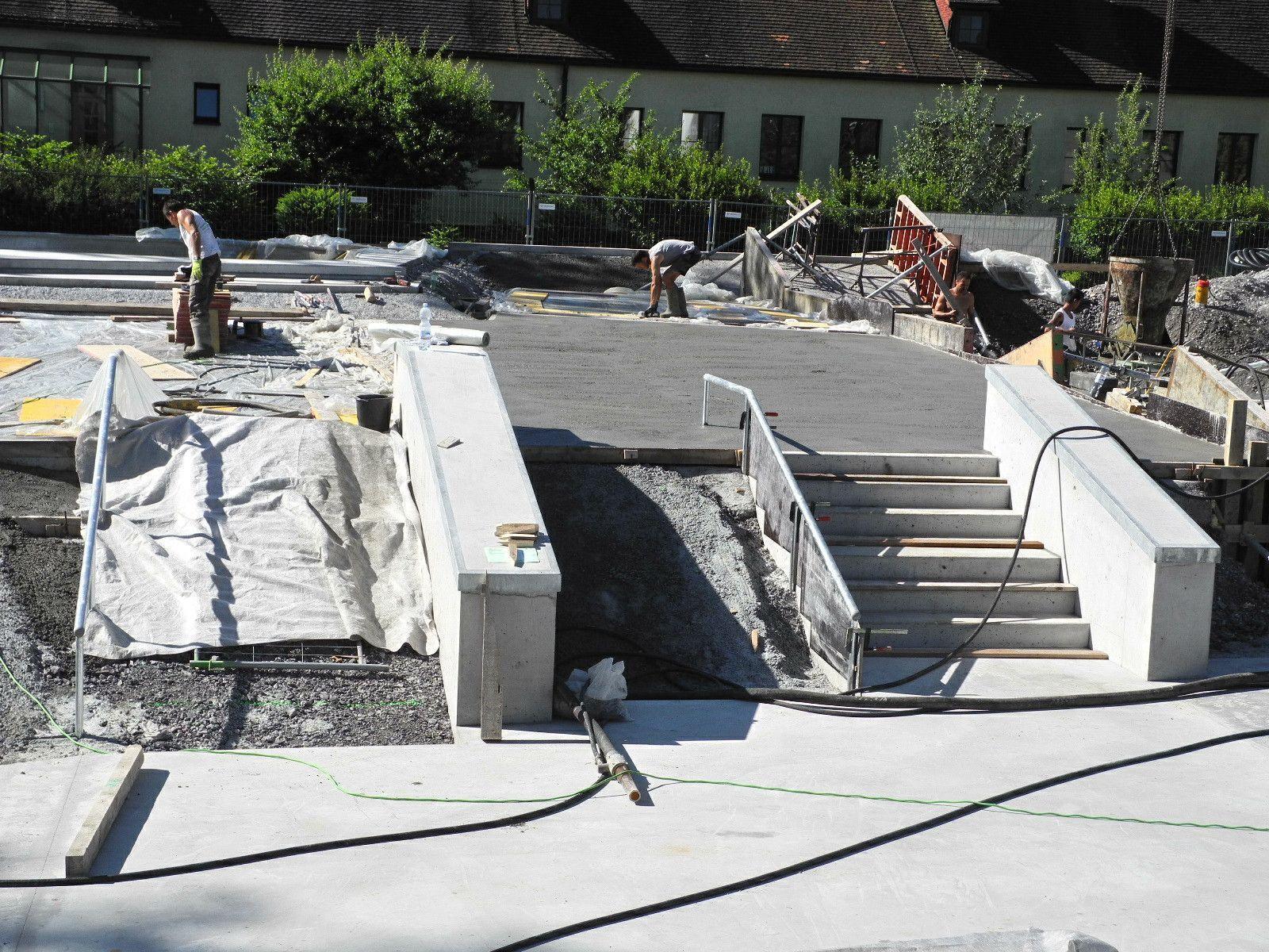 Mit Hochdruck arbeitet die Baufirma an der Fertigstellung des Skaterpark in Oberau
