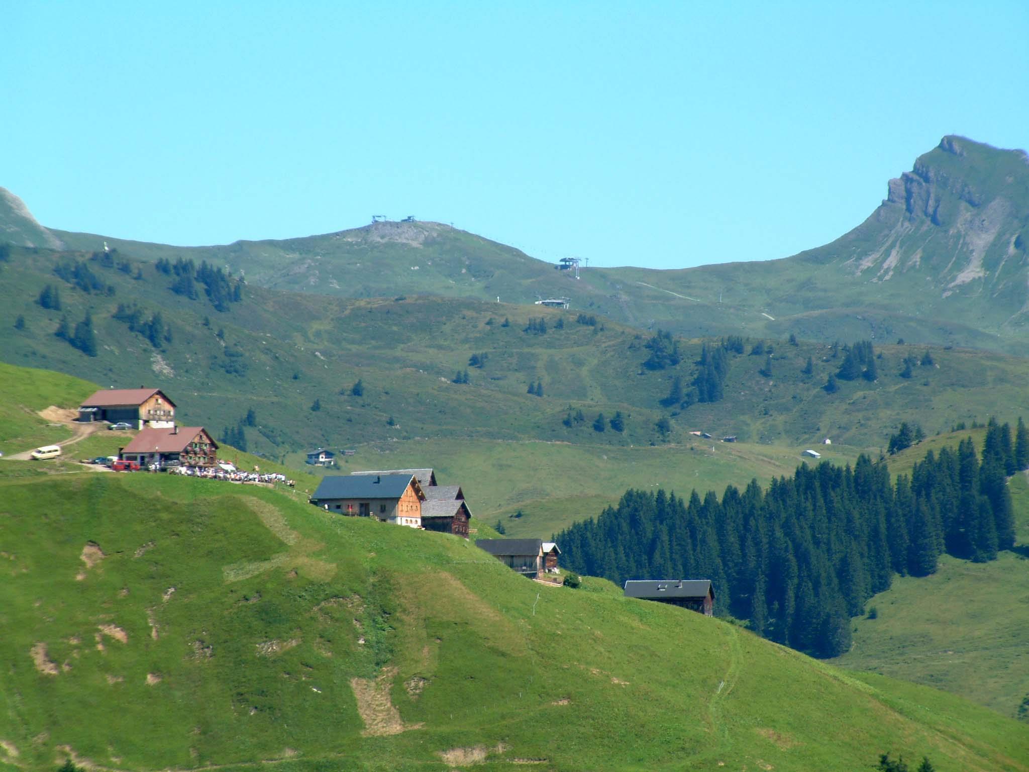 Auf der Alpe Sera wurde der Genuss-Wanderführer präsentiert.
