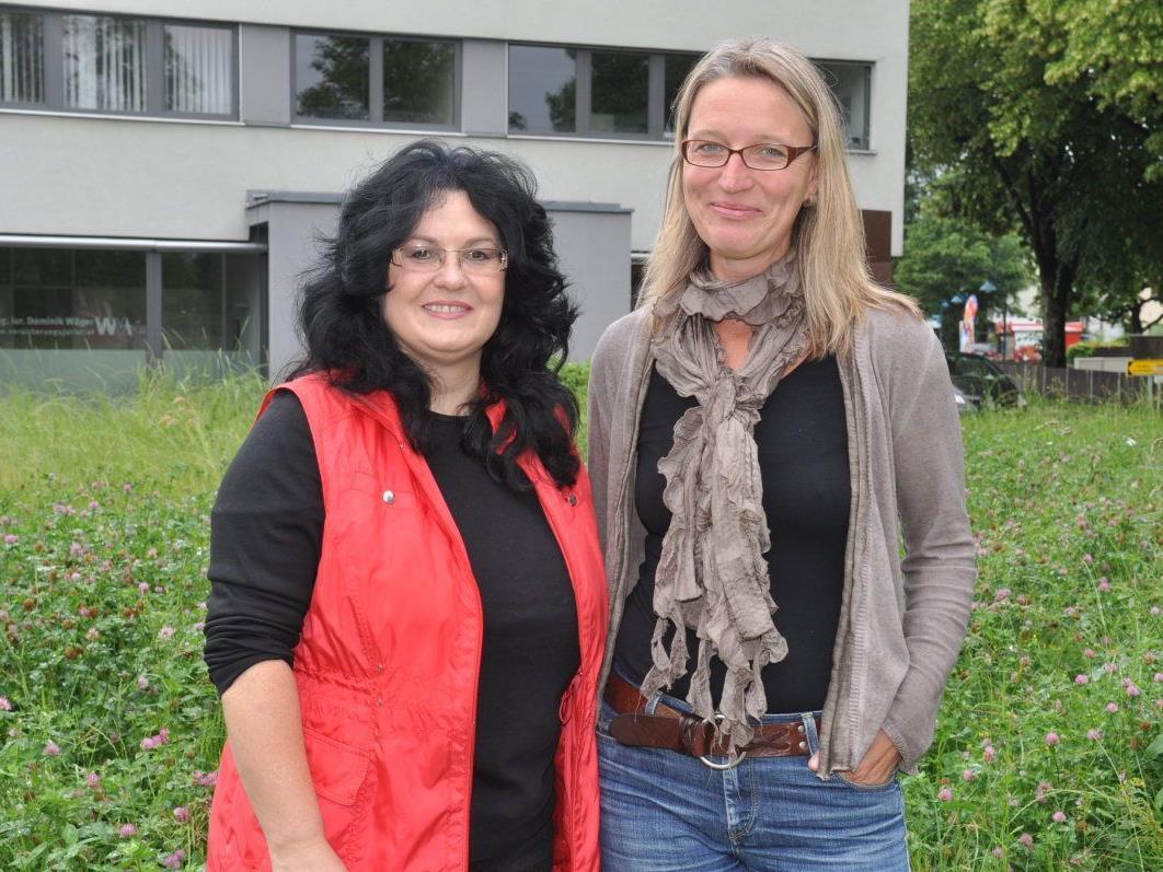 Engagement für blühende Wiesen: Altachs Umweltausschussobfrau Silvia Wagner und Landschaftsarchitektin Simone Kern.