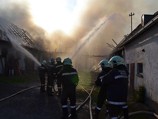 Großeinsatz bei Brand auf einem Gehöft in Baden