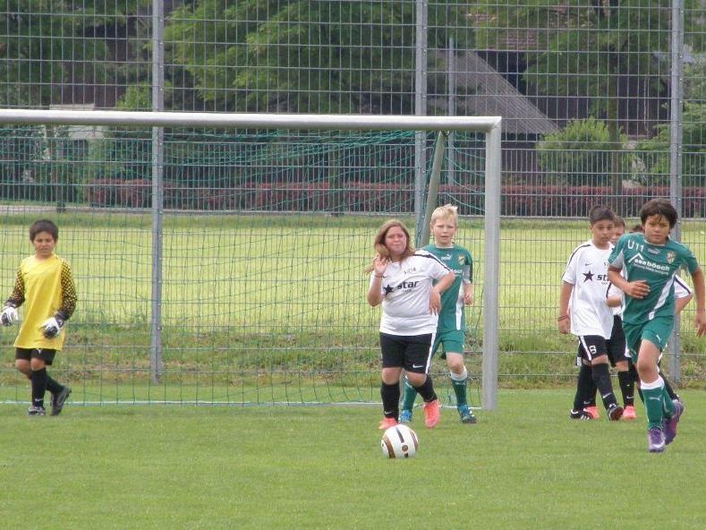 Die Bregenzer U11 C-Kicker(innen) (in weiß) waren gegen Lustenau chancenlos.