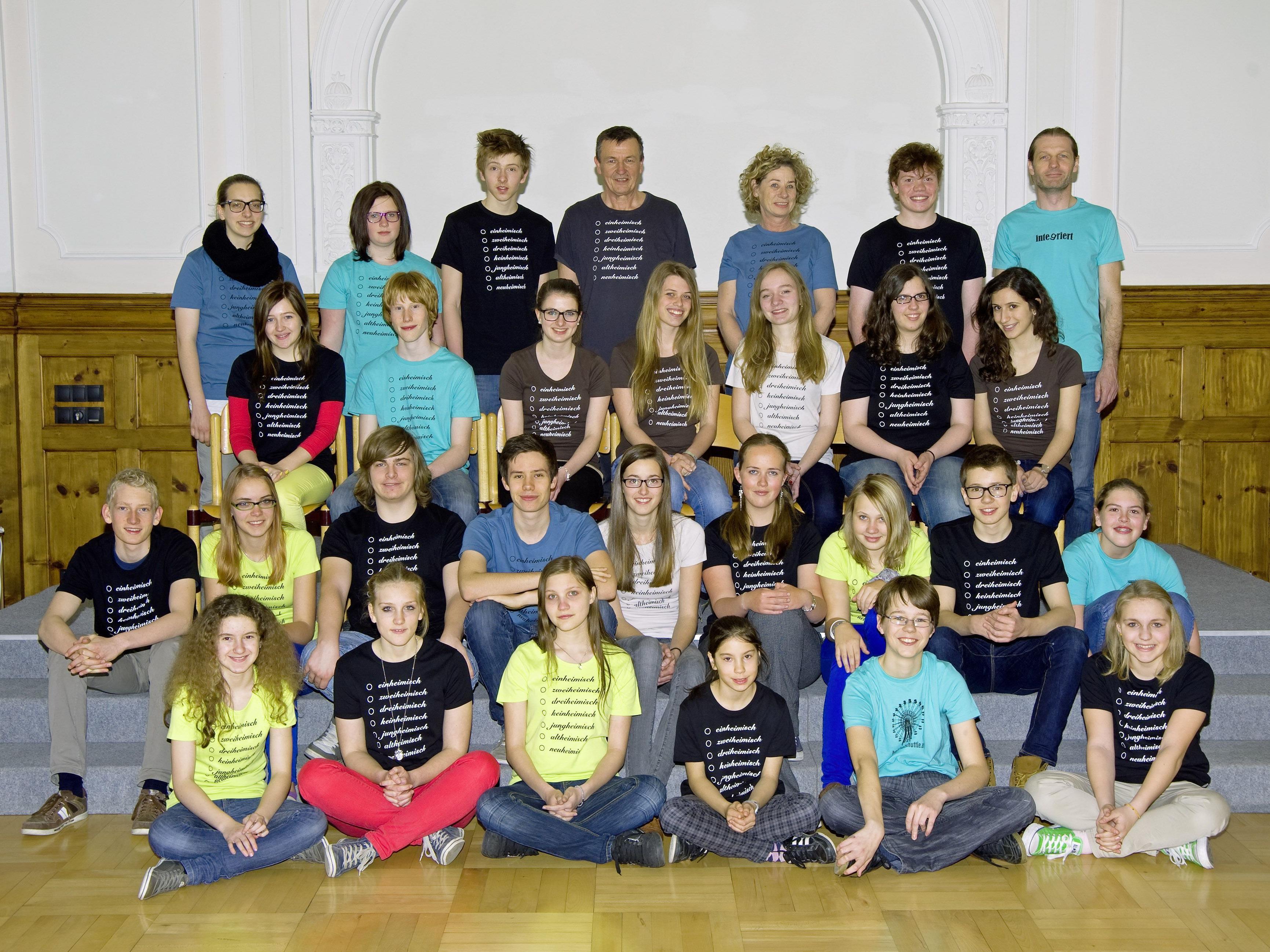 Die Schüler des BGD präsentieren mehrheimische Musik und einheimische Dialekttexte.