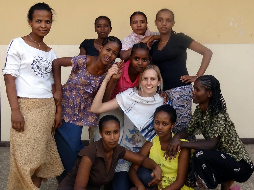 Caroline Gerstgrasser im Freiwilligeneinsatz in Projekten der Caritas Vorarlberg in Meki/Äthiopien.