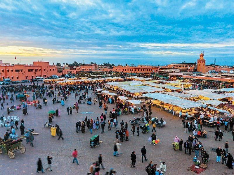 Der belebte Hauptplatz Marrakeschs - der Djemaa el Fna