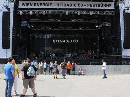 Die Bühnen stehen, die Besucher trudeln langsam ein: Start fürs Donauinselfest