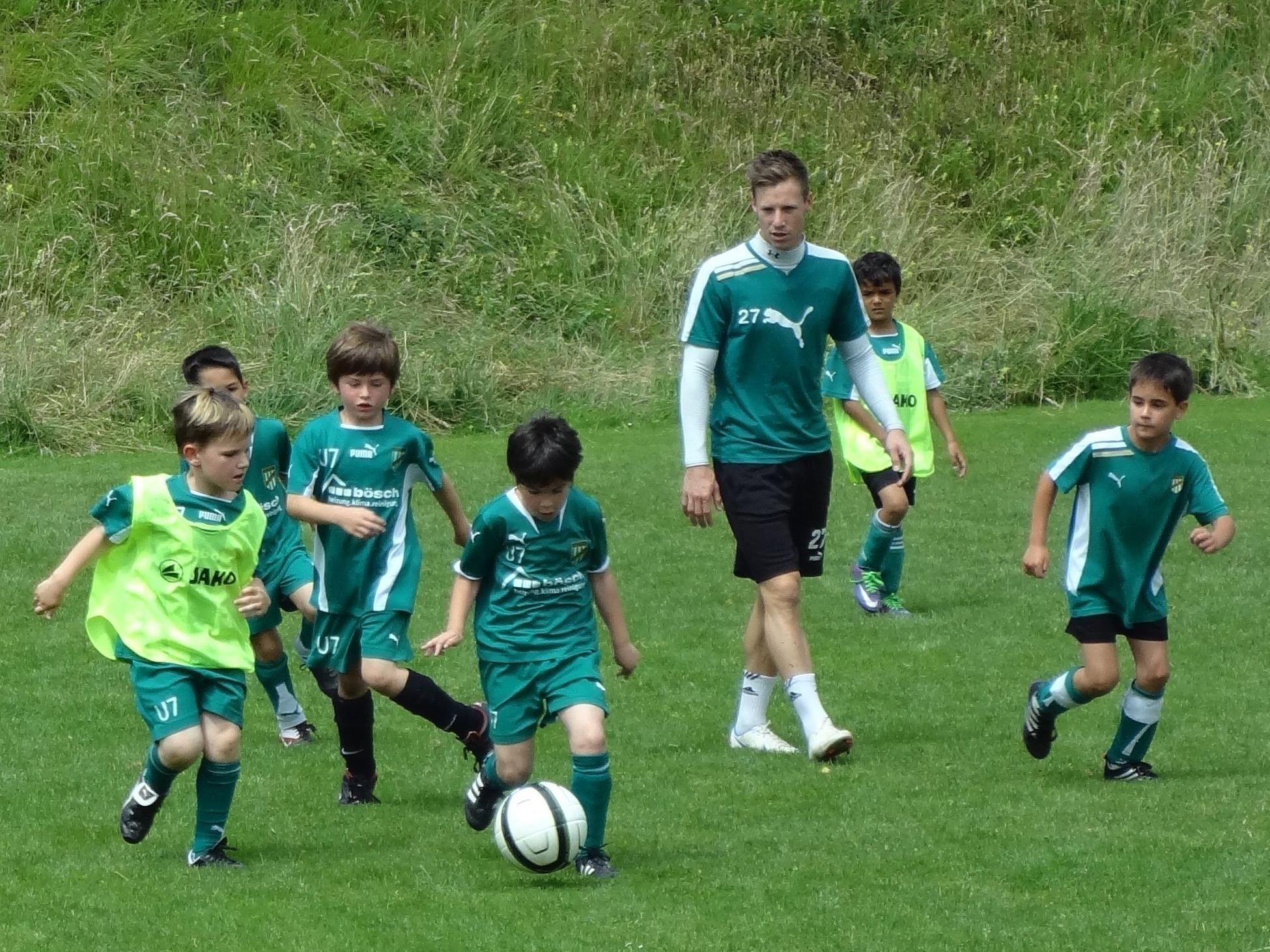 Marco Miesenböck beim Training mit der U7-Mannschaft.