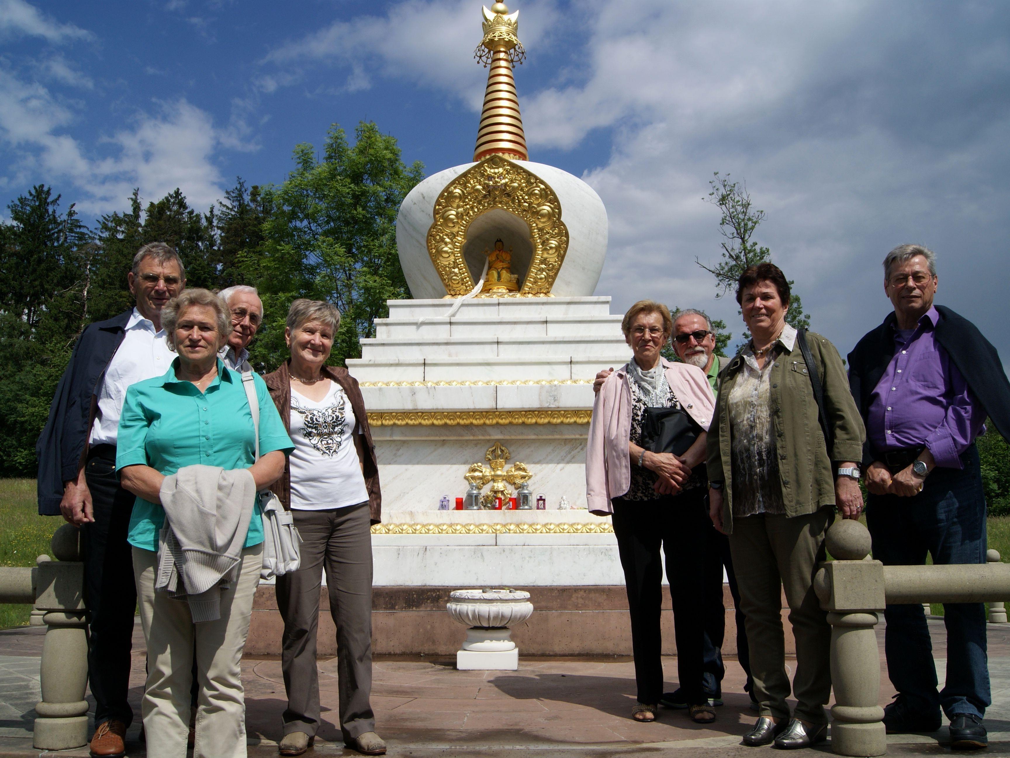 Ein Stück buddhistische Philosophie erlebten die Bucher Senioren beim Altersausflug.