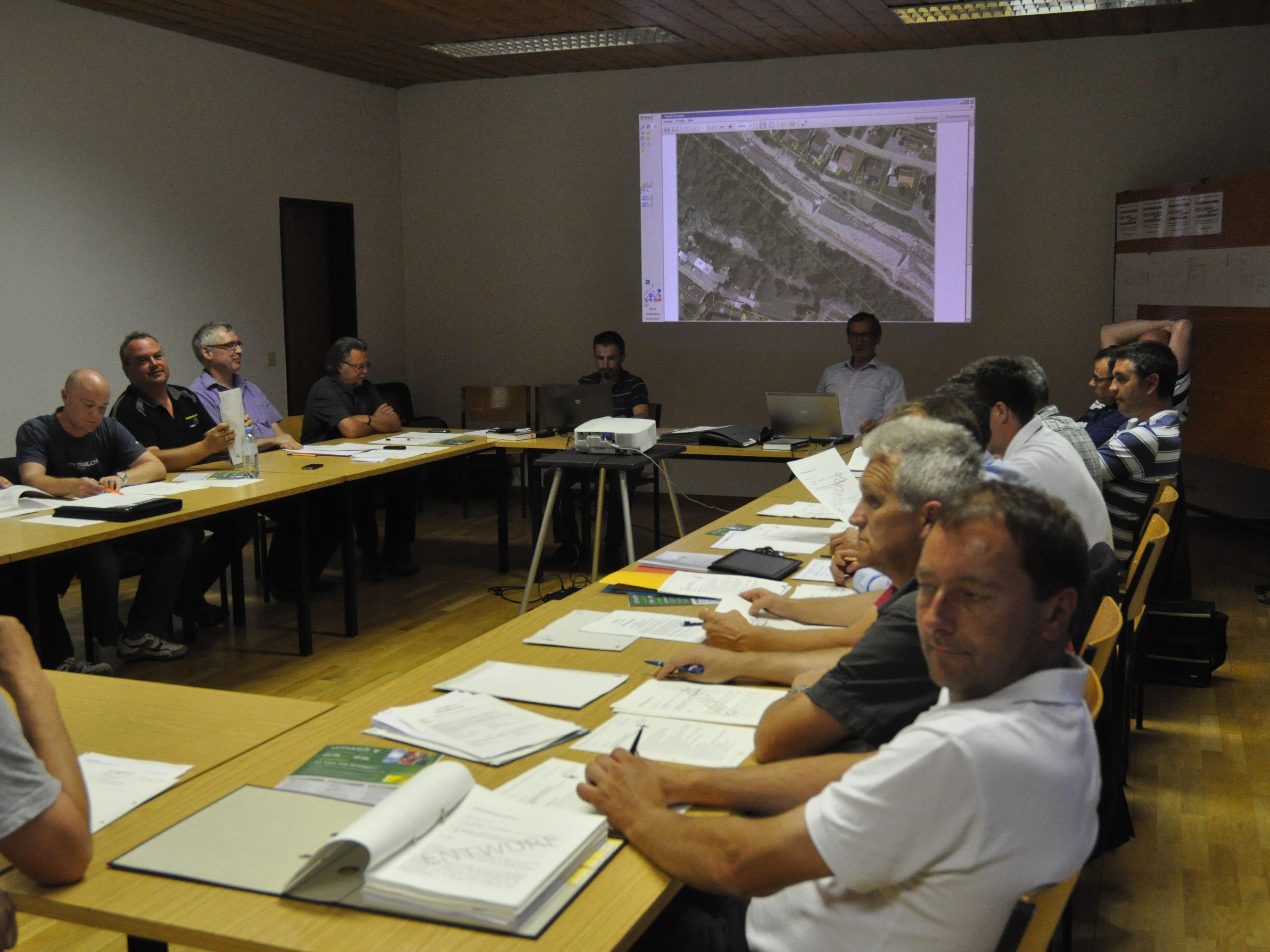 Zwischenwässler Gemeindevertretung beschloss Freihaltung des Dammweges.