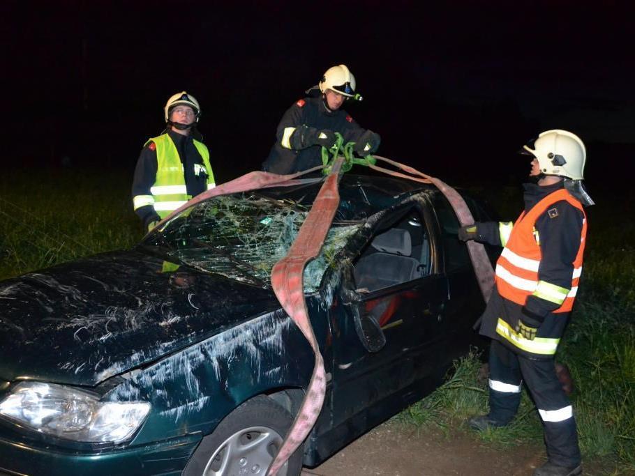 Zu einem gefährlichen Fahrzeugüberschlag kam es auf der B54 bei Föhrenau