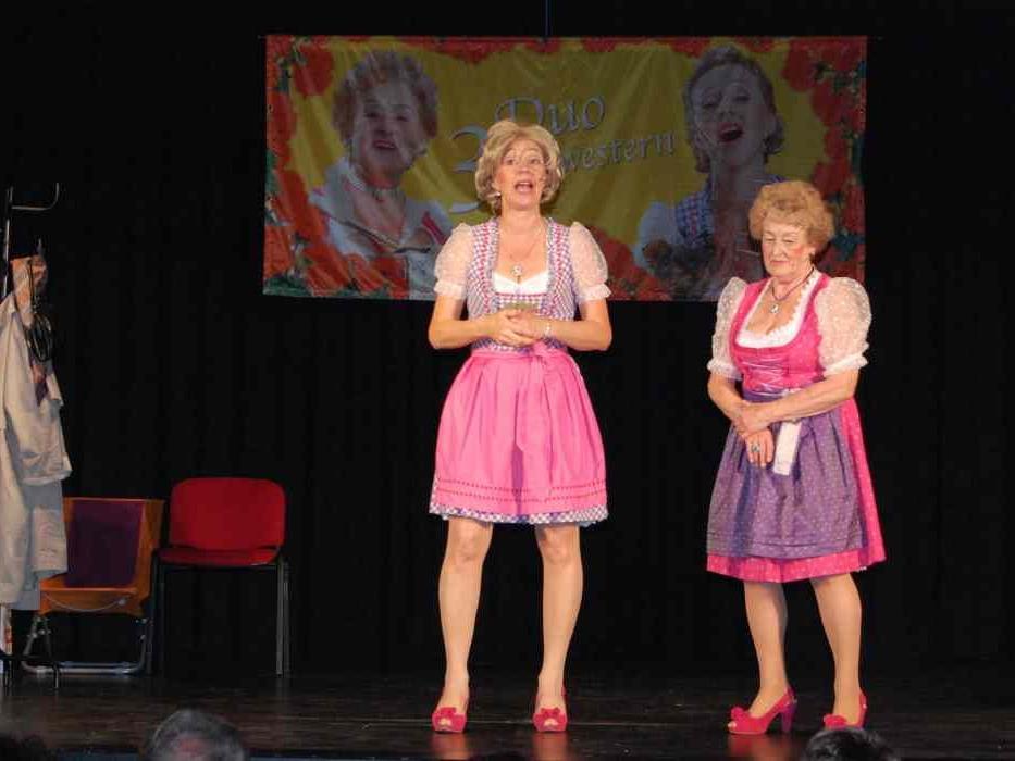 Gabi Fleisch und Pia Mock gastierten auf der Kulturbühne.