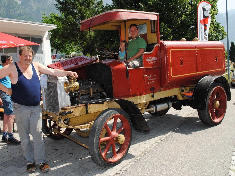 Gerhard Schennach mit seinem LKW Laffly AR 5 Bj. 1912