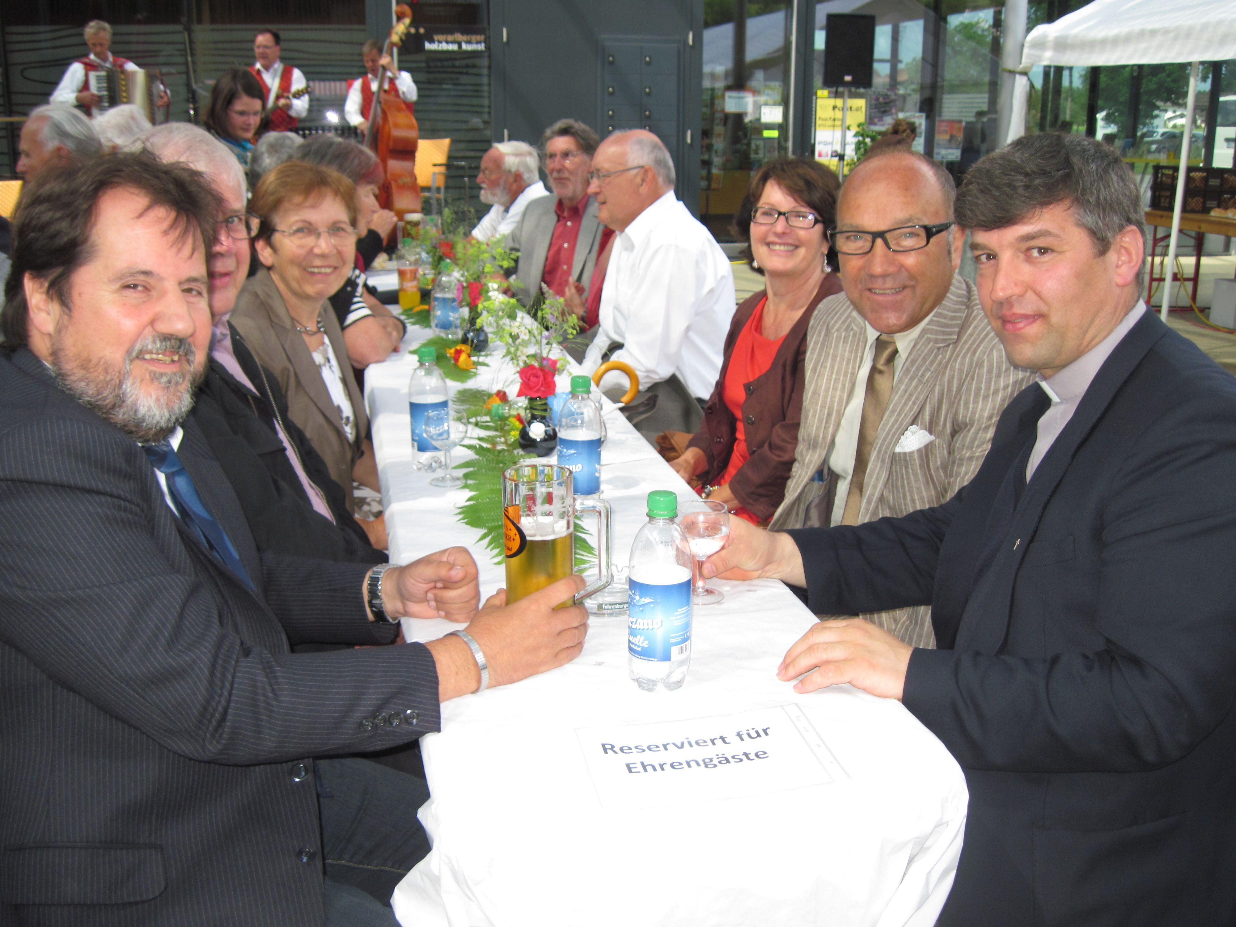 Ehrengäste der 30 Jahrfeier: v.re. Pfr.Mihai Horvath