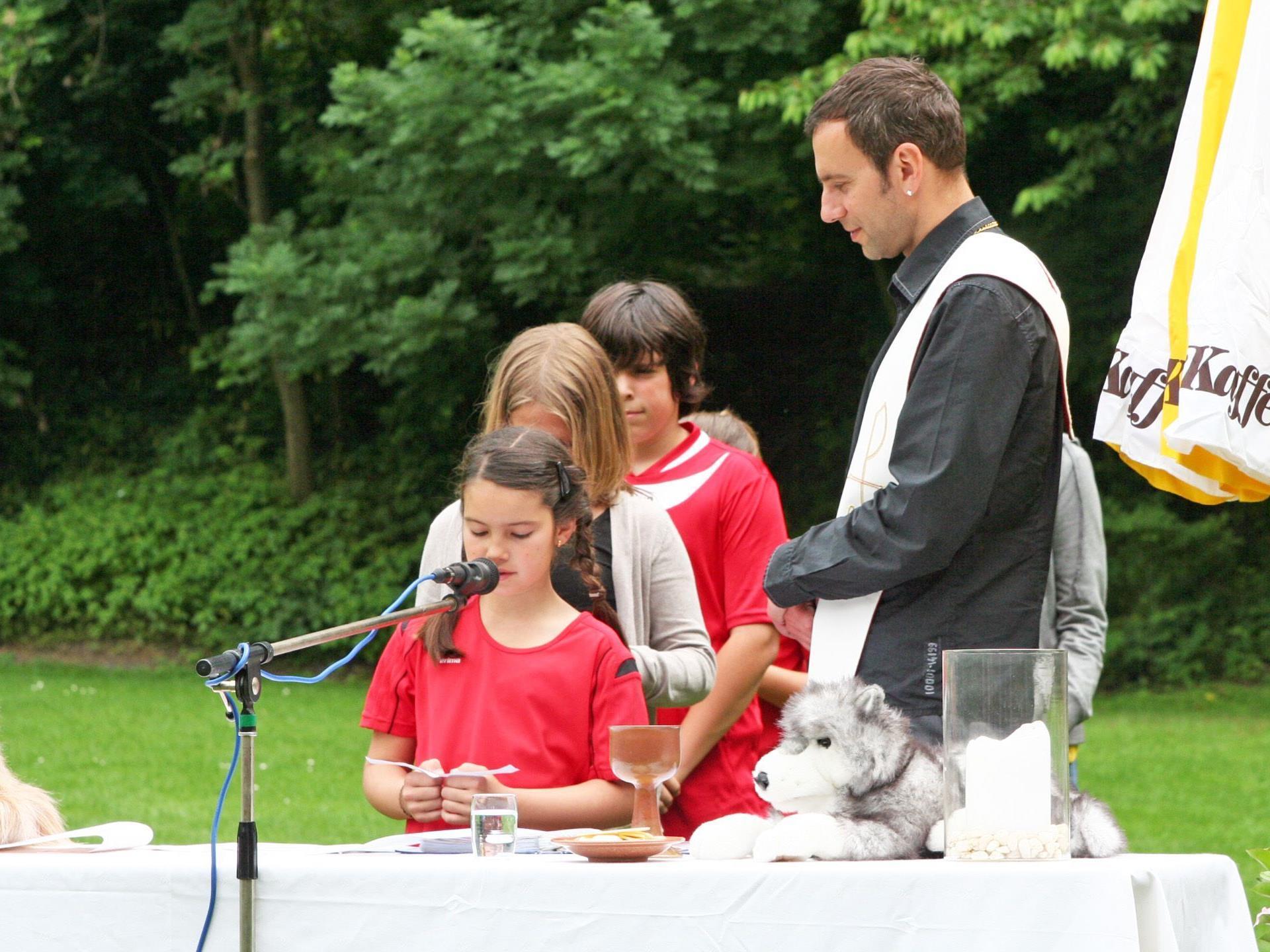 Feldmesse mit Jugendseelsorger Dominik Toplek beim Hundesportverein Höchst