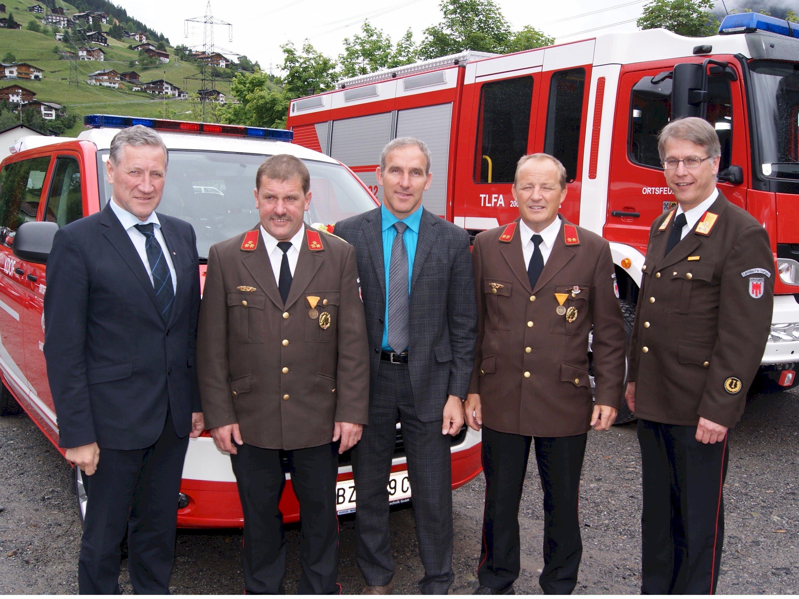 Kommandant Gebhard Felder (2.v.l.) mit LR Erich Schwärzler, Martin Netzer, Herbert Kofler und Christoph Feuerstein.