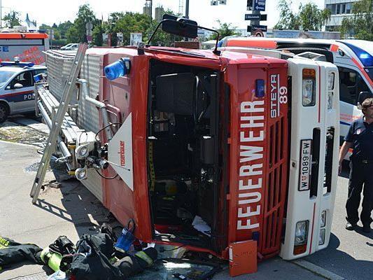 Als die Feuerwehr auf dem Rückweg vom Einsatz in Landstraße war, kam es zum Unfall