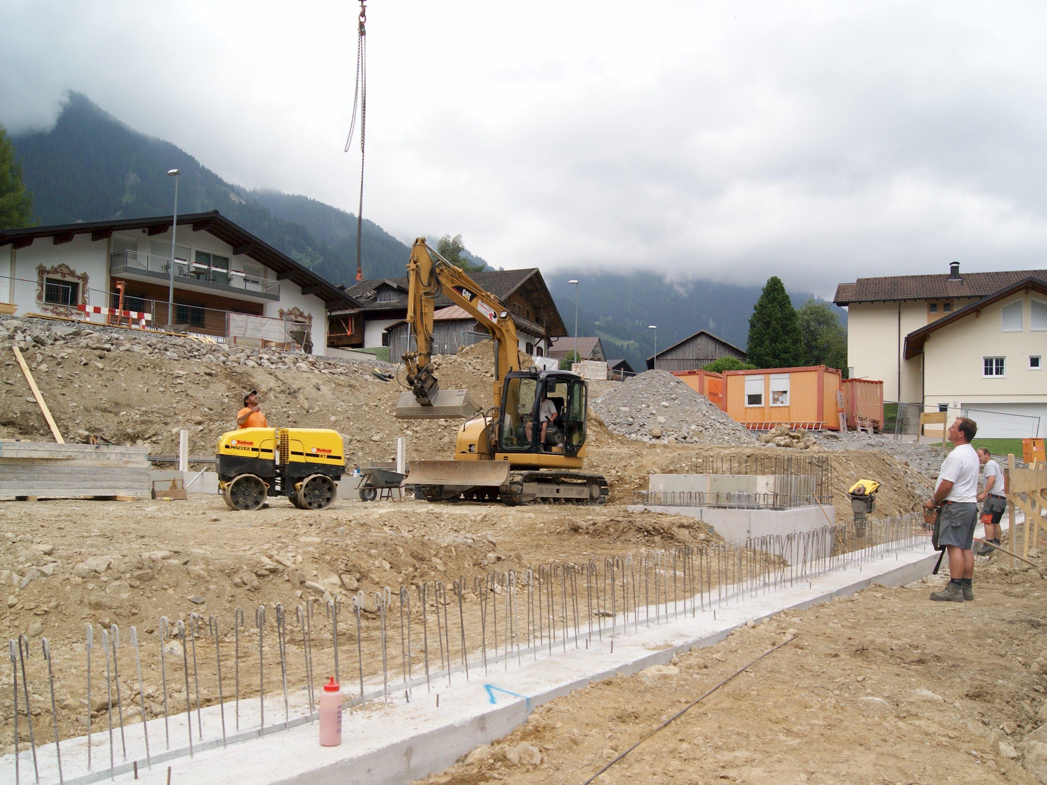 Die Arbeiten für das neue Feuerwehrhaus haben begonnen.
