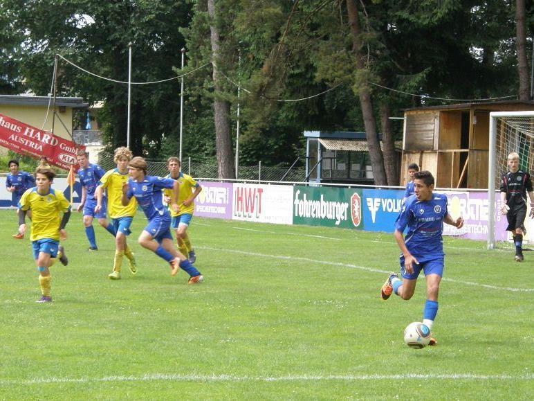 Die jungen Harder (in blau) siegten gegen Hohenems.