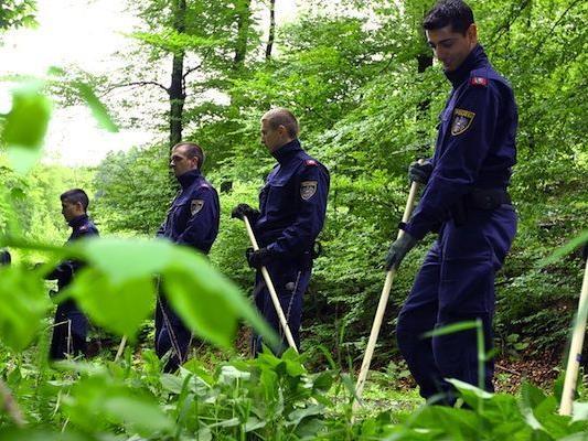 Die Suche nach der Vermissten Heidrun W. beschäftigte am Dienstag zahlreiche Polizisten und Spürhunde