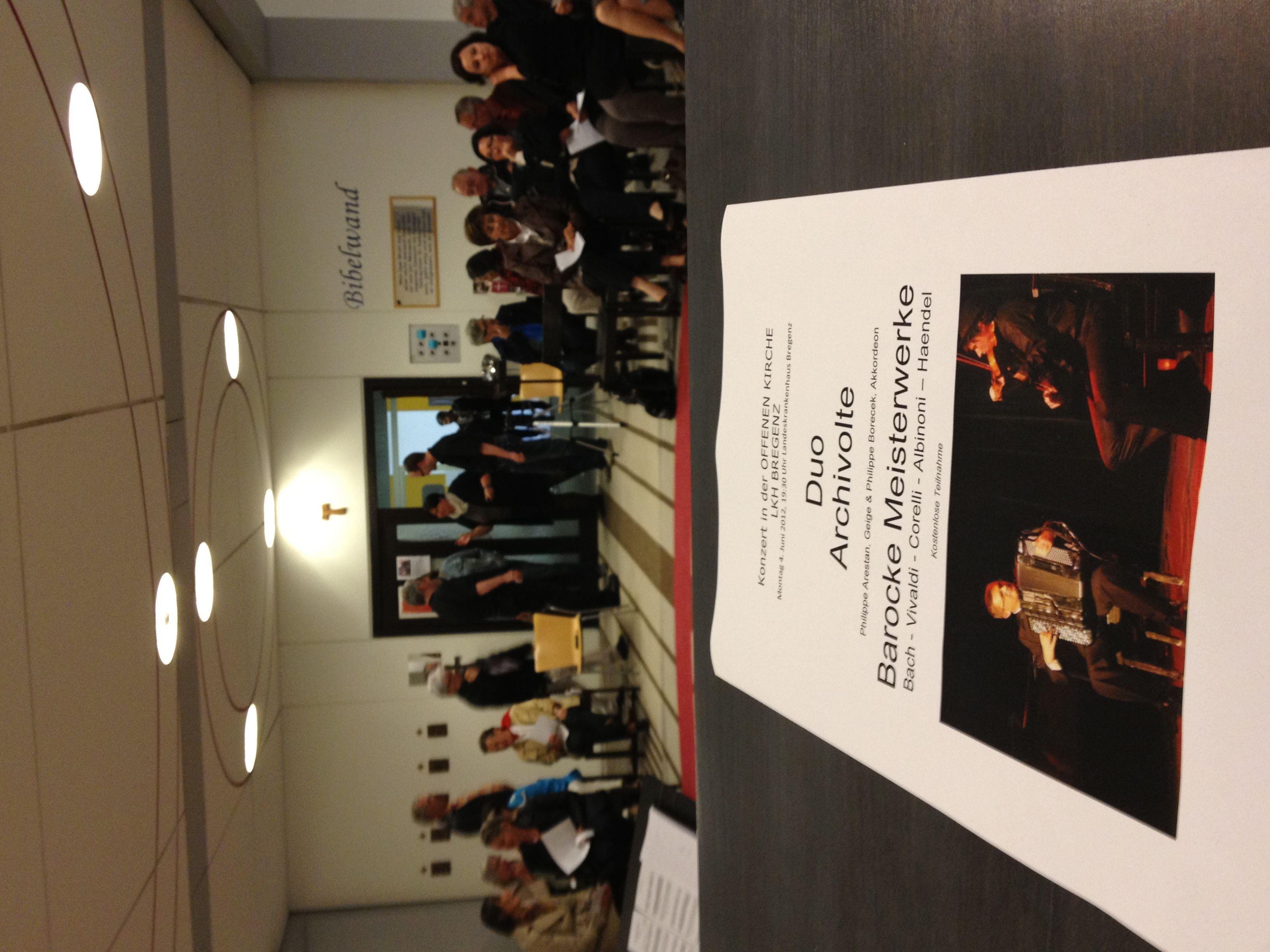 Begeistende Barockmusik boten der Violinist Philippe Arestan und der Akkordeonist Philippe Borecek in der Offenen Kirche im LKH Bregenz