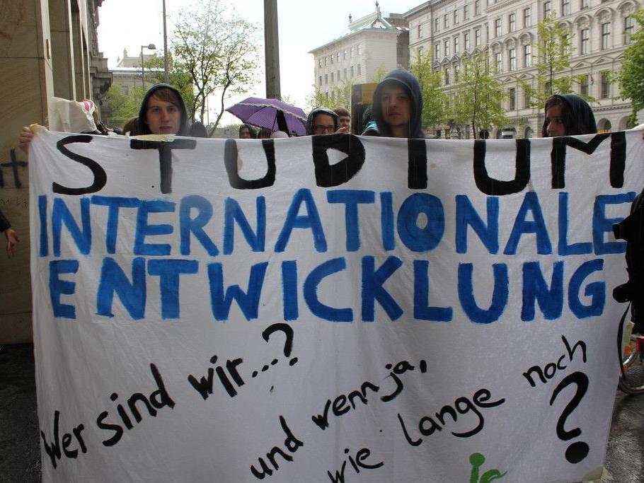 Studenten der Internationalen Entwicklung haben im April an der Universität demonstriert
