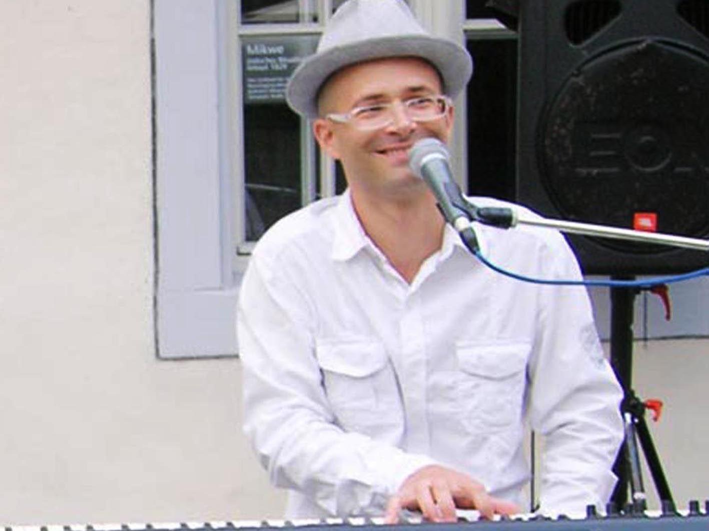 Den Anfang der Sommernachtsjazz-Konzertreihe macht heute der Pianist und Sänger Christof Waibel.
