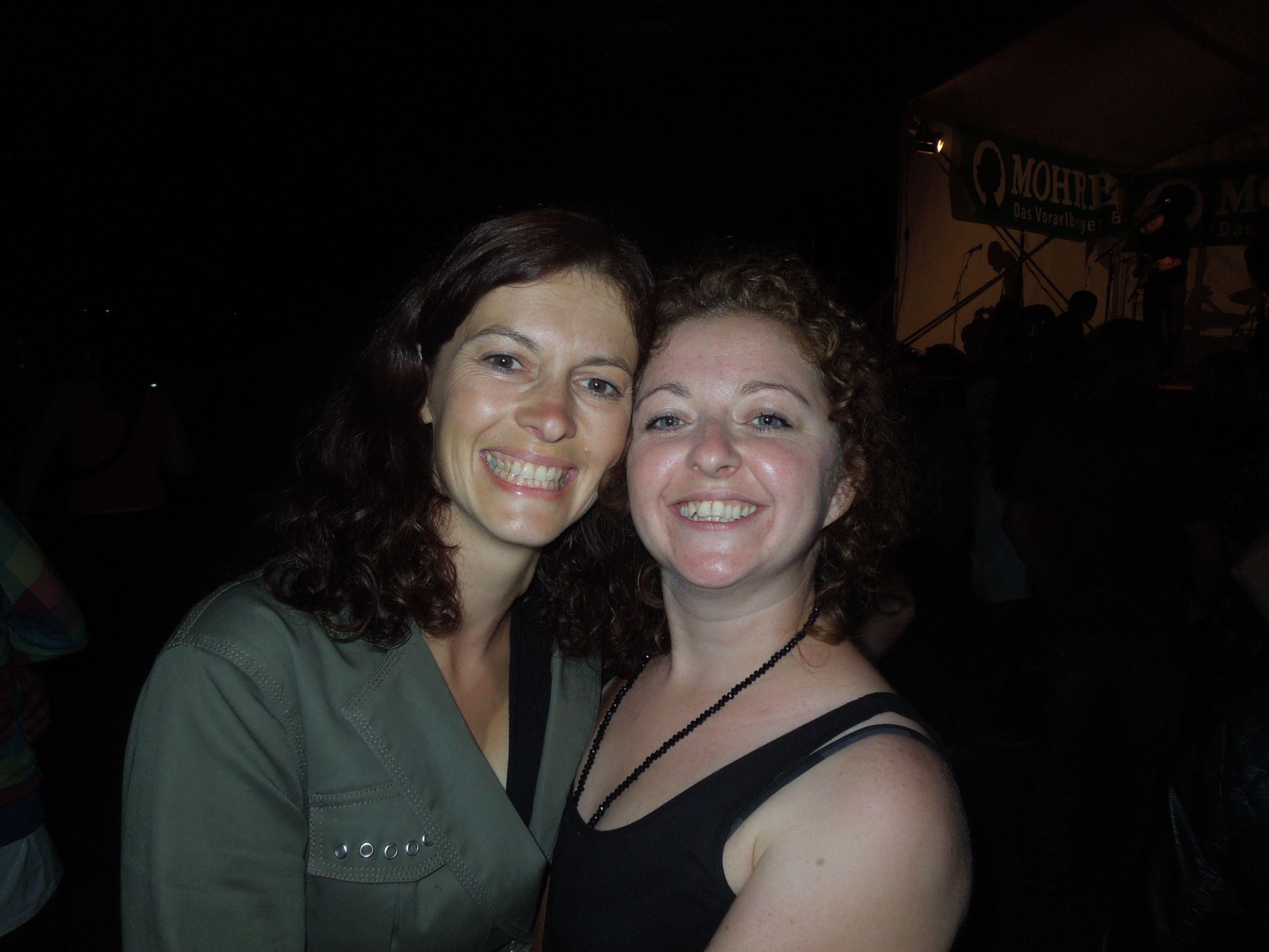 Sandra und Melanie genossen ausgelassene Konzertstimmung beim 5. Hella DSV Open Air.