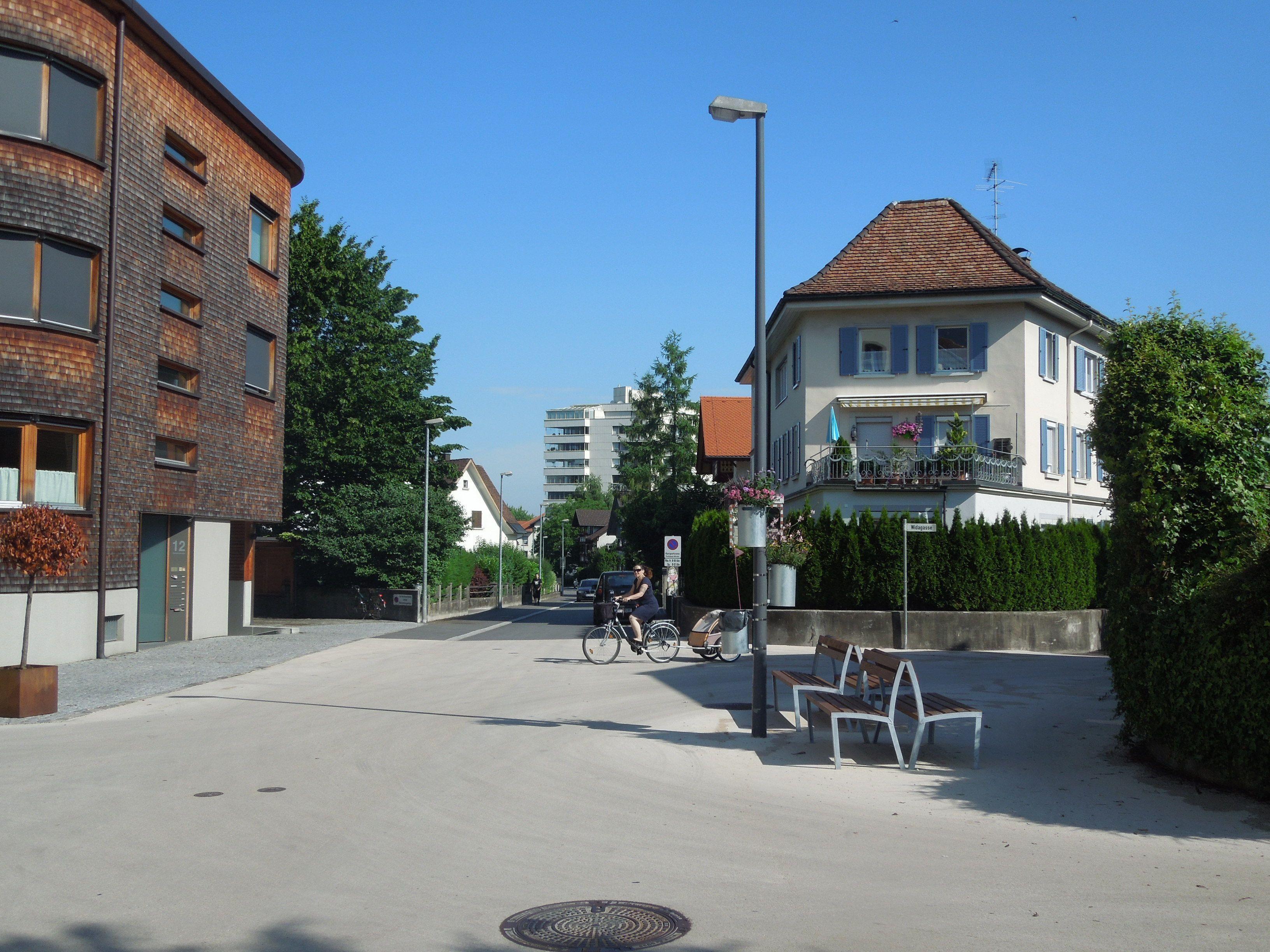Die Beleuchtung an der Kreuzung Radetzkystraße/Thomas-Rhombergstraße wurde nun in Betrieb genommen.