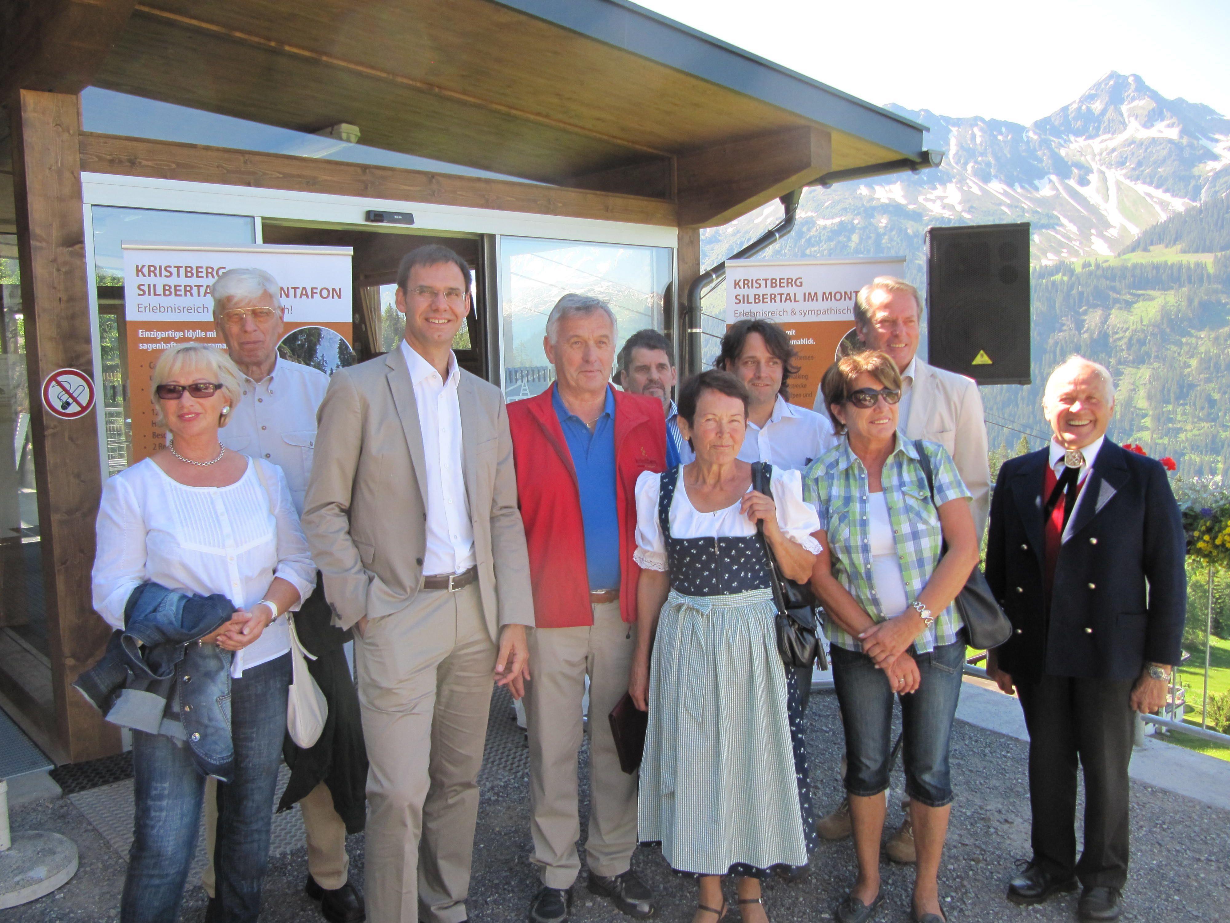 LH Wallner mit Bürgermeistern und Festgästen.