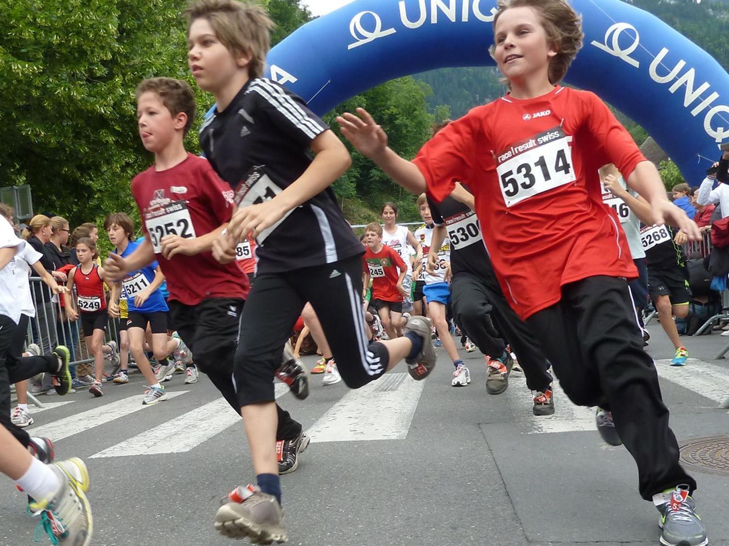 Start der Klasse Schüler II, die eine Strecke von zweimal 720 m zu absolvieren hatten.