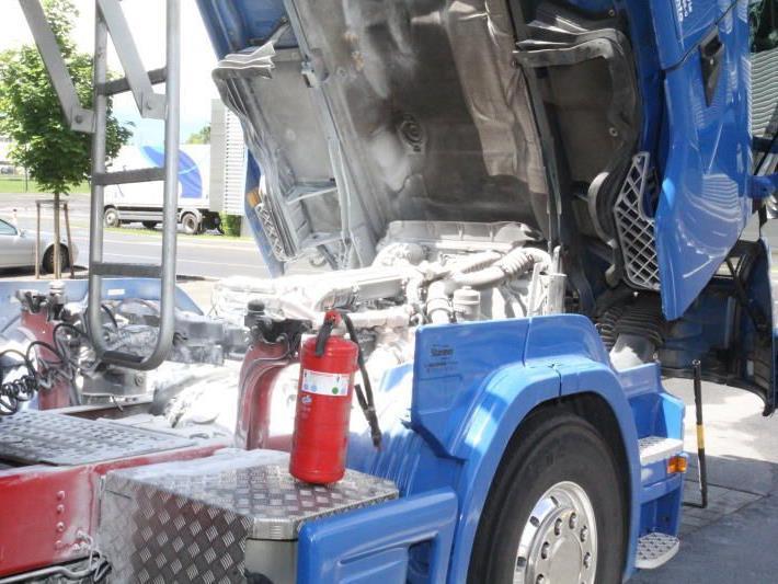 Lkw fing Feuer: Der Fahrzeuglenker konnte Gröberes verhindern.
