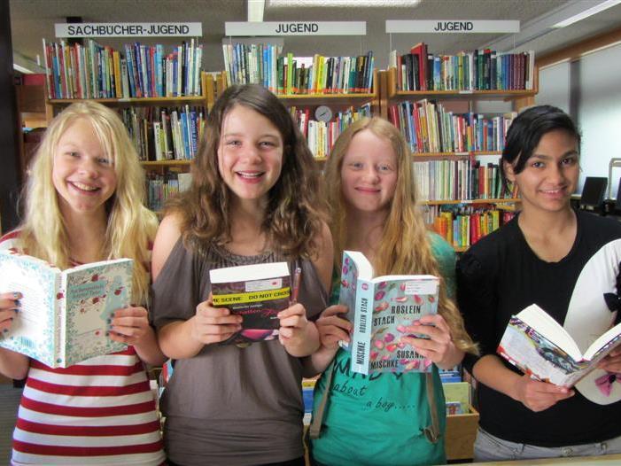 """Annika, Celina, Lisa und Fatma fanden """"ihre Bücher""""."""
