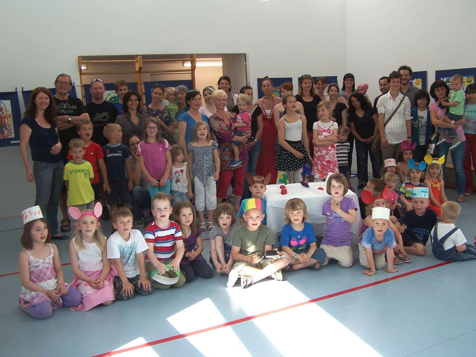 Die Kindervernissage im Kindergarten Bäumle wurde zu einem großen gemeinsamen Fest.