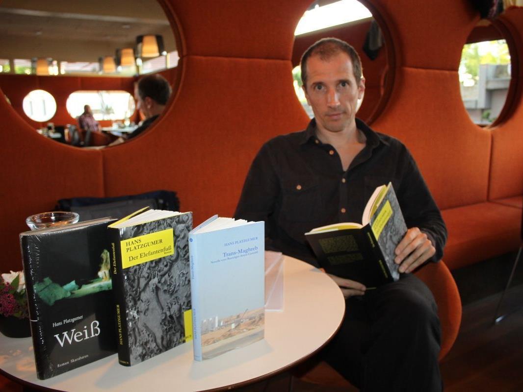 Hans Platzgummer lud zu einer Lesung mit Diskussion ins Cafe Mangold.