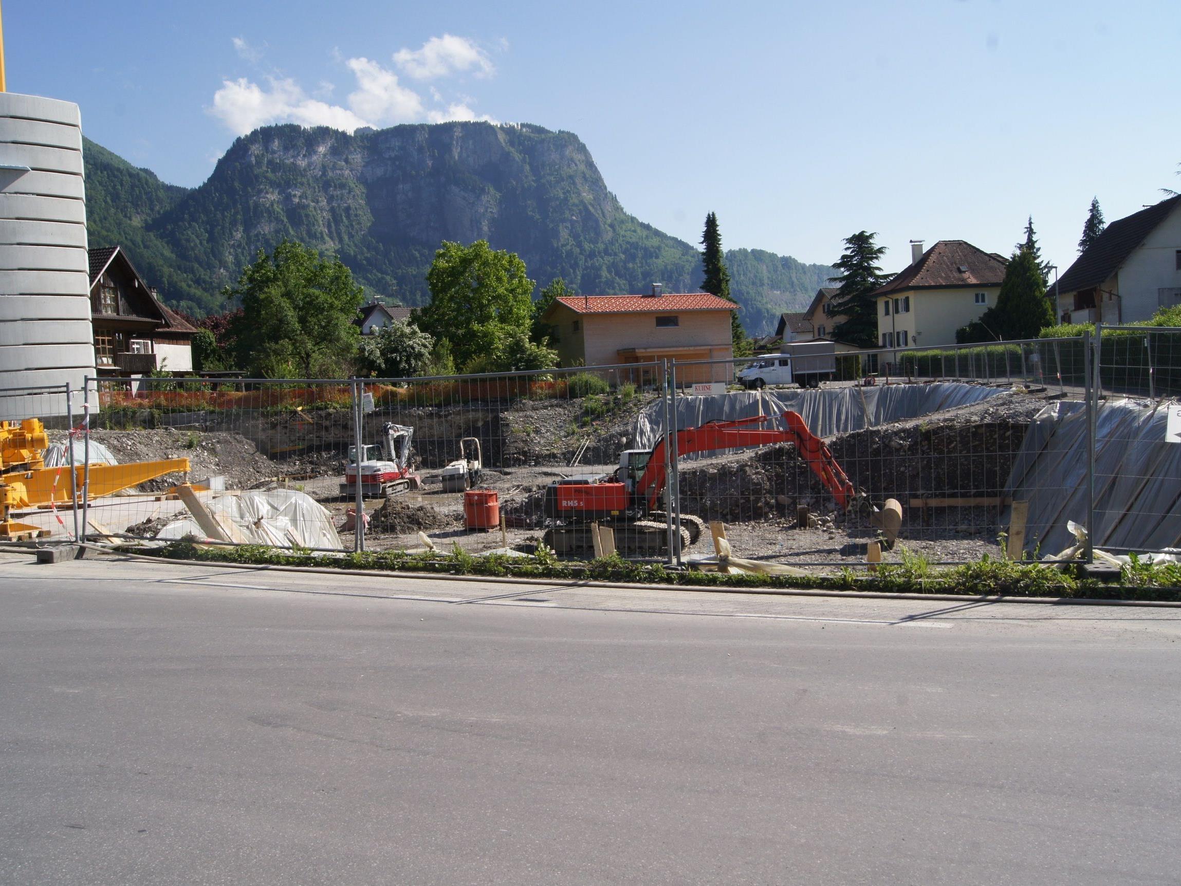 Die Bauarbeiten an der Wohnanlage haben begonnen.