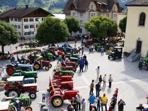 Die Fahrzeuge werden am Samstag, dem 30. Juni 2012, um 15 Uhr, am Kirchplatz Schruns präsentiert.